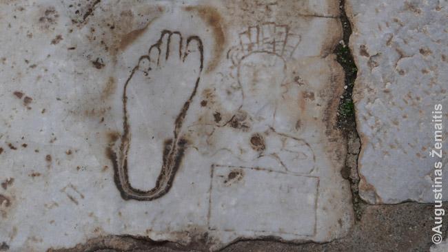 Viešnamio reklama ant Efeso grindinio
