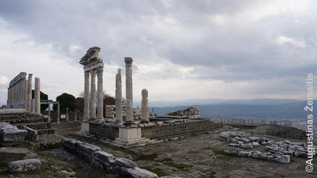 Šventyklos liekanos ant Pergamo Akropolio