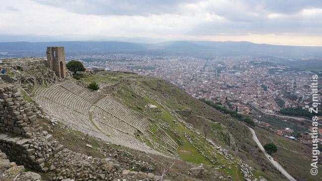 Pergamo teatras žvelgiant nuo aukštesnės Akropolio vietos