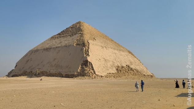 Lenktoji piramidė