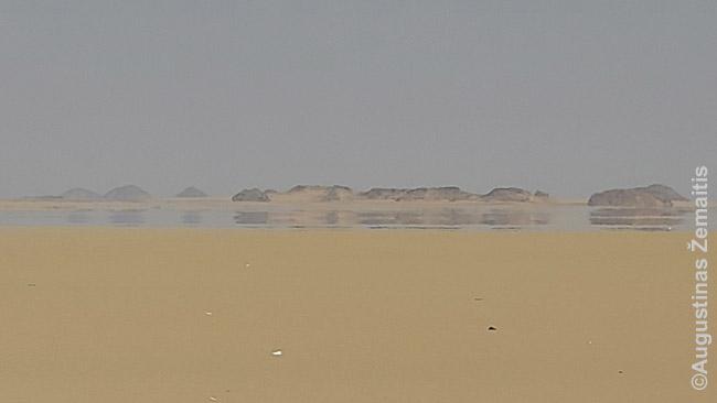 Miražai Egipto dykumoje (vandens iš tikro nėra)