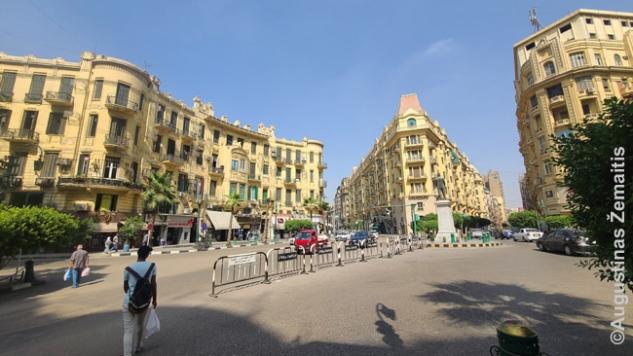 Gražiai sutvarkyta Talaat Harb aikštė Kairo centre