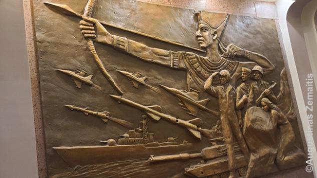 Šiaurės Korėjos propagandistų sukurti darbai Kairo Spalio karo panoramoje prilygina šiuolaikinę Egipto armiją senovės Egipto didybei