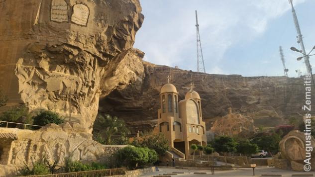 Uoloje iškalta Šv. Simeono katedra Kairo šiukšlininkų rajone