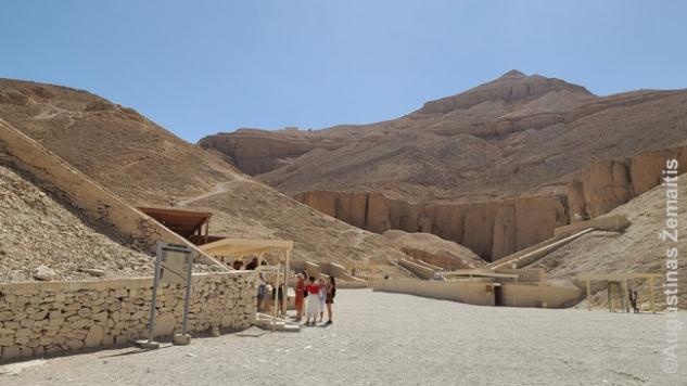 Karalių (faraonų) slėnis. Iki archeologai viską nukasė ši erdvė buvo užpilta akmenimis