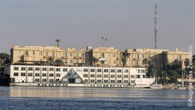 Kruizinis Nilo laivas (visi atrodo panašiai)