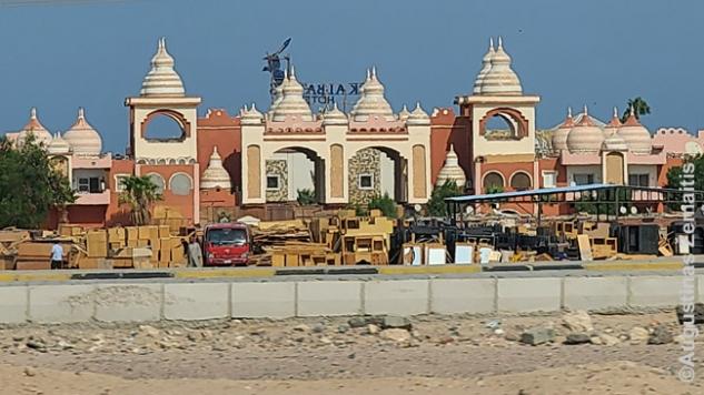 Hurghados pajūrio ruožo viešbutis žvelgiant nuo dykumos