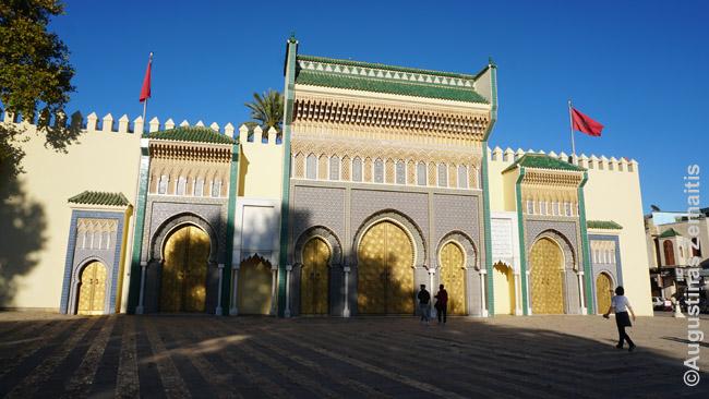 Karaliaus rūmų vartai Feso naujamiestyje. Tiesa, jie statyti XX a.