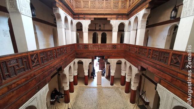 Nedžarino medžio dirbinių muziejus - vienas lankytojams atvirų Feso riadų