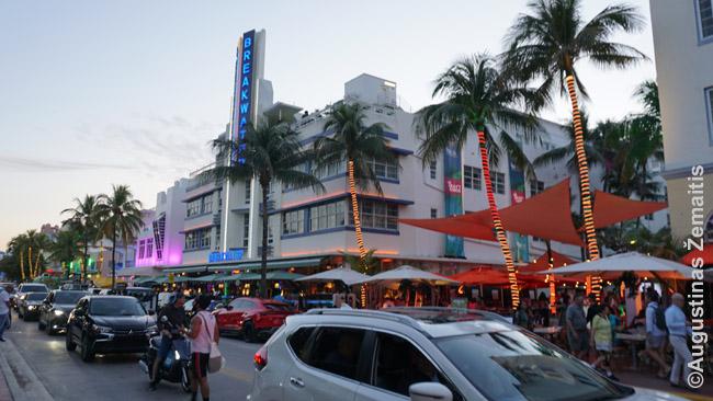 Ocean Drive pajūrio promenadoje Miami Beach
