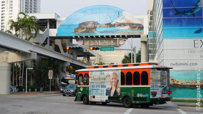Nemokamas Majamio 'trolley' ir nemokamas Metromover ant tako viršuje