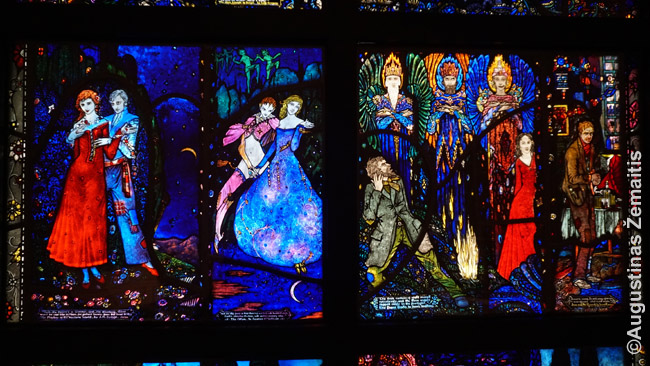 Šie vitražai pirmojoje XX a. pusėje buvo Airijoje uždrausti. Nors jie paremti garsiaias airių rašytojų kūrniais, tuo metu buvo didelė bažnyčios įtaka ir jie pasirodė pernelyg nepadorūs. Štai tokiom istorijom Wolfsonian per meną pristato XX a. pradžios gyvenimą