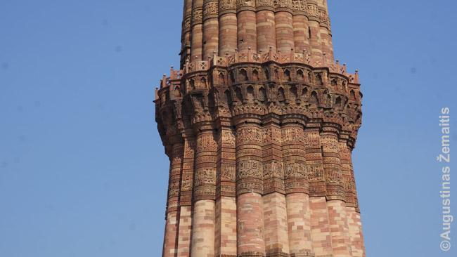 Dėmelės aplink minaretą