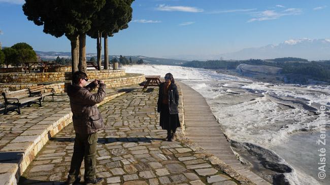 Fotografuoju turistę iš Kinijos, kuri mainais už tai nufotografavo mus su žmona