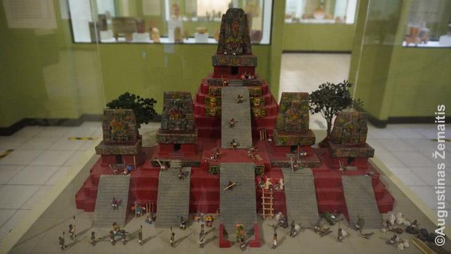 Majų šventyklų maketas Gvatemalos miesto muziejuje rodo originalias jų spalvas