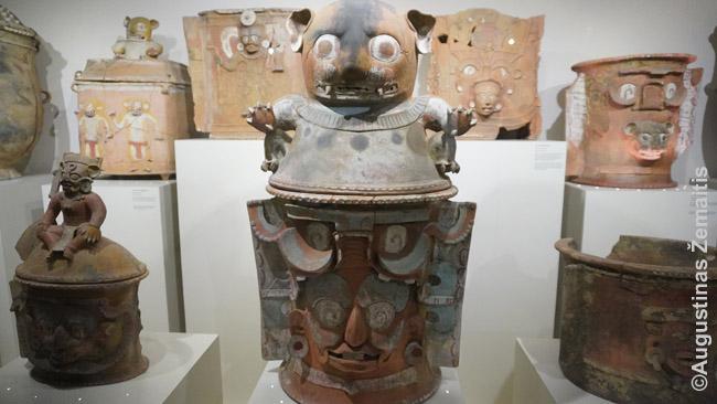 Majų laidojimosi urnos Popol Vuh muziejuje