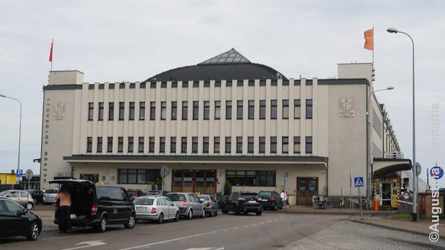 Tarpukariu statytas Gdynės uosto pastatas (dabar - Emigracijos muziejus)