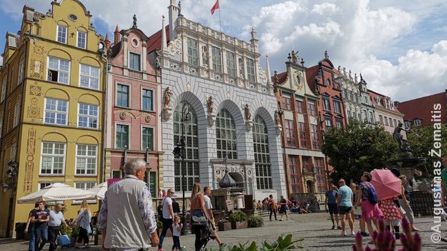 Gdansko Artūro dvaras (baltas pastatas viduryje)
