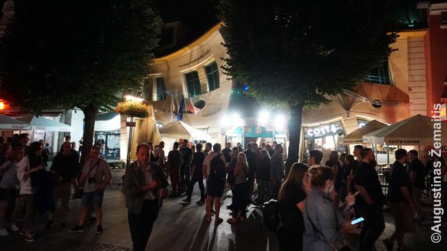 Monte Casino gatvė ir retas Sopote naujas intarpas - postmodernus kreivasis namas