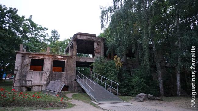 Lenkų bunkeriai Vesterplatėje - pirmasis Antrajame pasauliniame kare užpultas objektas. Muziejus tik kuriamas - dabar tik galima paskaityti Vesterplatės gynybos istorijų lauke ir palandžioti po išsprogdintą betoną