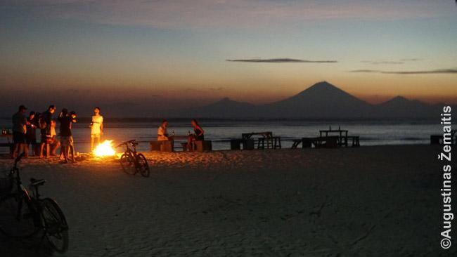 Gilio restoranuose tuščių vietų pakanka - net per saulėlydį vakarinėje Travangano pusėje