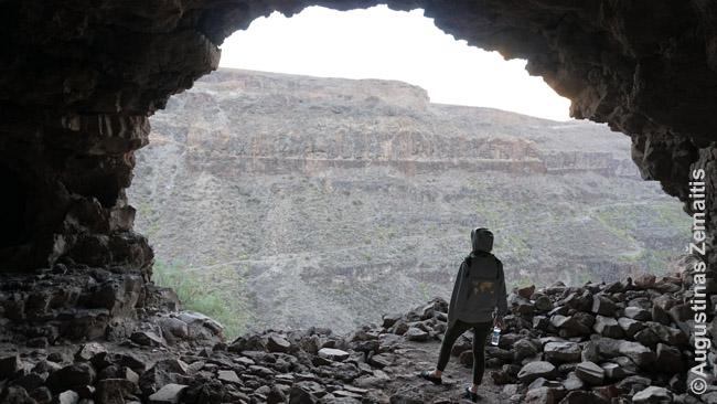 Ši ola - tai tunelis, vedantis sekrsai visą Ansitės kalną-tvirtovę