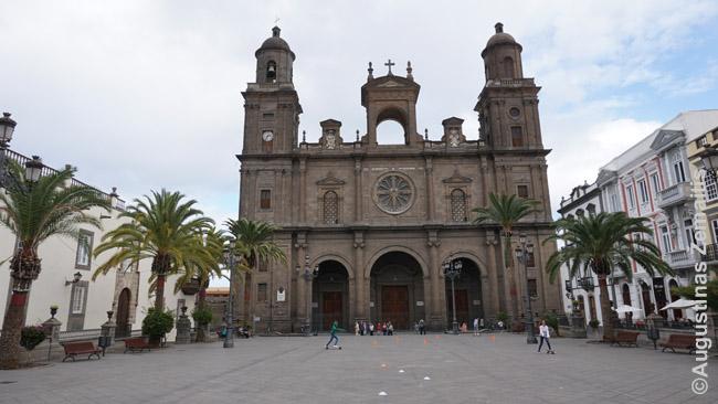 Katedra Las Palmaso centrinėje aikštėje