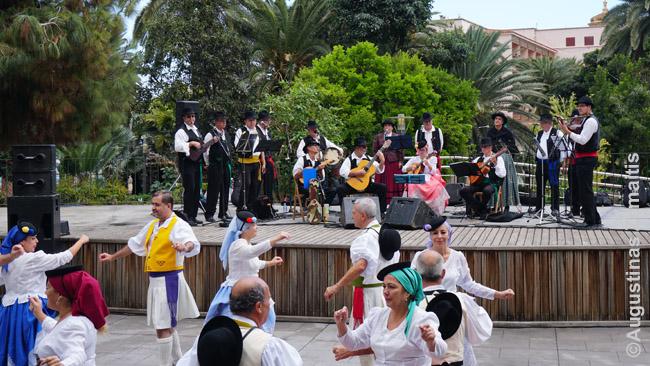 Liaudies dainos ir šokiai Pueblo Canario Las Palmase