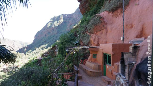 Šiuolaikinių ispanų namas oloje Gajadekės slėnyje, viename kelių jo kaimų