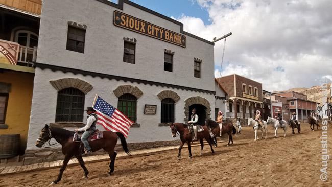 Sioux City Laukinių vakarų miestelis Gran Kanarijoje - gyvasis muziejus, kur visa diena būna tas pats spektaklis: vaidinami laukiniai vakarai