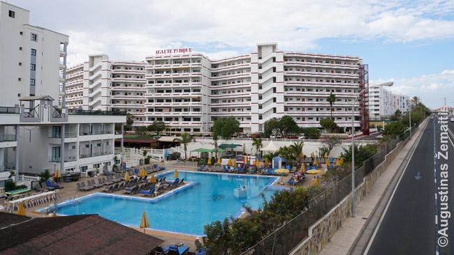 Standartinis viešbutis Plaja de Ingles. Nuo šio iki vandenyno - 500 m, bet labai panašių yra net 4 km nuo kranto: reikia atidžiai tikrinti žemėlapį