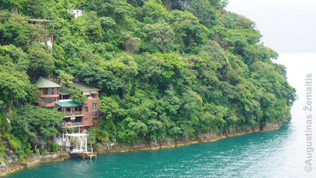 Nuo Atitlano ežero pasiekiamas namas