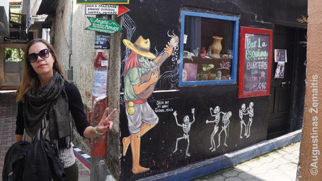 Aistė prie baro San Pedre prie Atitlano