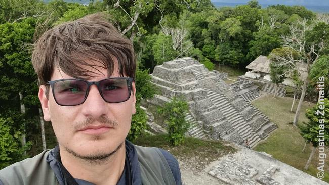 Jašchoje, nuo vienos piramidžių viršūnių stebiu kitas