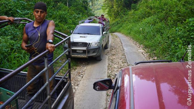 Viešasis transportas tose vietose, kur lengvieji automobiliai nepravažiuoja. Čia tokiu važiuojame į Semuk Čiampėjų iš Liankino