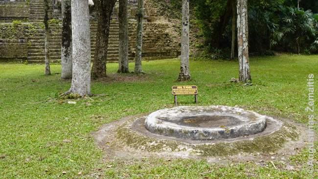 Naujas majų altorius, kur ritualus atlieka šiuolaikiniai majai