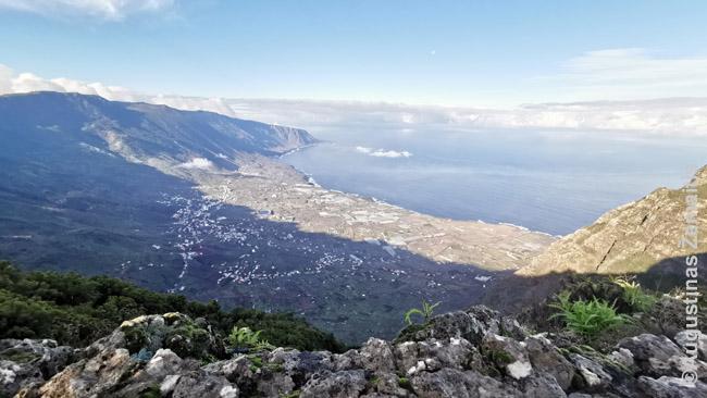 Mirador Jinara, kaip ir kitos El Golfo viršūnės apžvalgos aikštelės – pačios aukščiausios. Ten verta važiuoti tik jei matai, kad aikštelių nedengia debesys