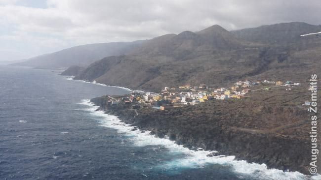 La Caleta, vienas didžiausių Hierro kurortų, iš besileidžiančio lėktuvo
