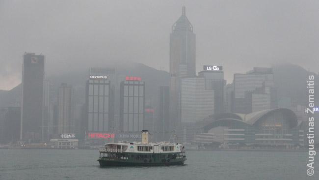 Honkongas garsėja labai pigiais keltais, kuriais naudojasi vietiniai. Tai puiki proga labai nebrangiai miestą pamatyti naujai