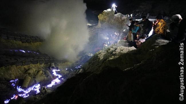 Žydrosios Idženo liepsnos viešuoju transportu nepasiekiamos, užtat įeina į daugelio kelionių agentūrų maršrutus Džogjakarta-Balis