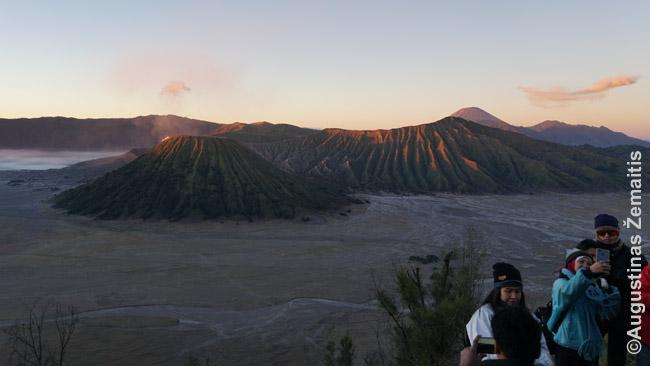 Labai populiari ekskursija pasitikti saulėtekio prie Bromo vulkano Javoje