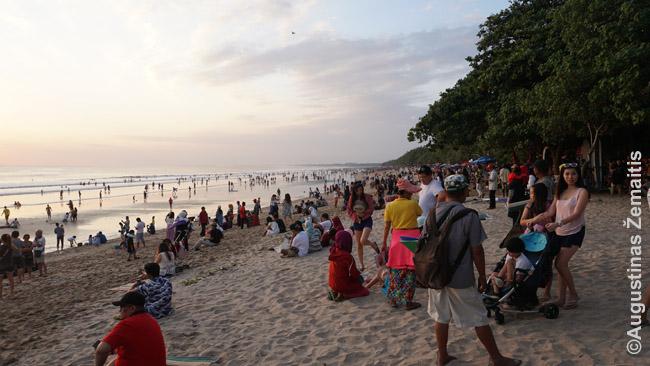 Kutos paplūdimys Balyje kartais pasidaro ankštas, bet Balis - didelis ir paplūdimių turi daug