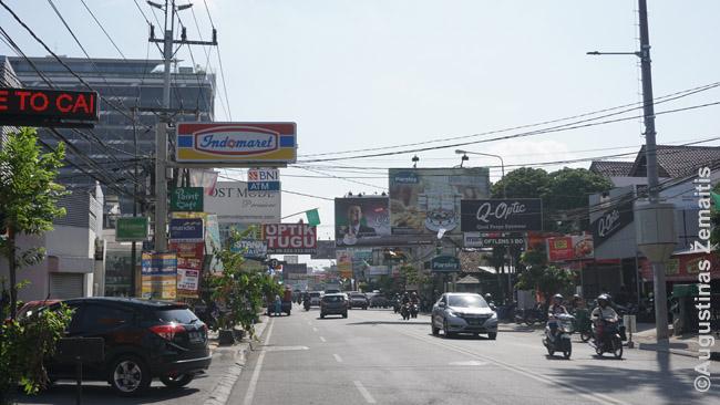 Viena ilgų tiesių pagrindinių gatvių Džogjakartos mieste