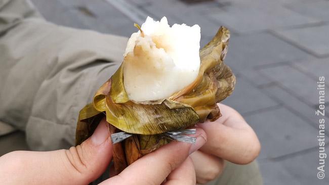 Į lapą suvyniotas indonezietiškas užkandis