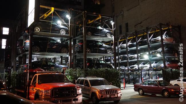 Taip sprendžiamos parkavimo problemos Niujorko centre, ir tai parkavimas kainuoja 30 dolerių už valandą
