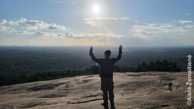 Žvelgiant nuo Stone Mountain viršūnės