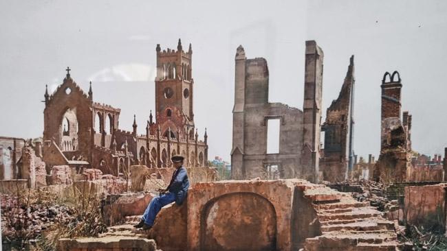 Po pilietinio karo sugriautas pietų JAV miestas. Nuotrauka iš Čarlstono muziejaus