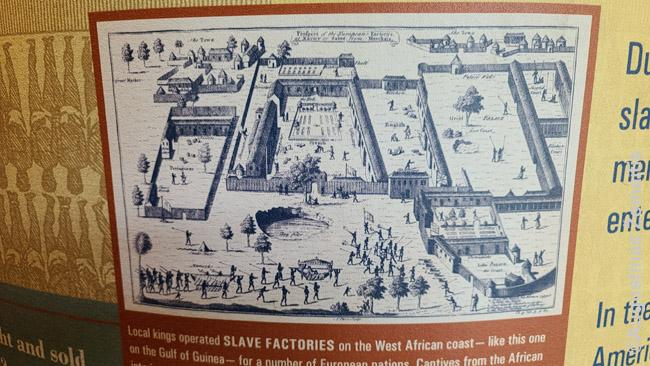 'Vergų fabrikas' Afrikoje. Taip vadintos vietos, kur Afrikos lyderiai sugaudydavo vergus ir tada parduodavo pirkliams iš Europos ar Amerikos. Ši istorijos dalis 'nepatogi' daugeliui demokratų ir atitinkamose vietose nutylima: siekiant šiandieninių politinių tikslų, tarkime, kad JAV mokėtų kompensacijas už vergovę, nepadeda faktas, kad iš vergovės pelnosi ir Afrikos valstybės