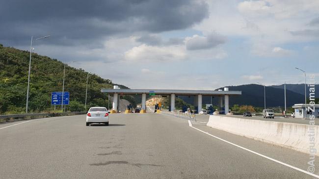 Mokėjimo punktas Jamaikos keliuose. Mokamos tik magistralės