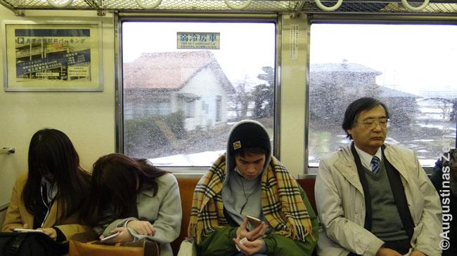 Japonijos traukinyje, kur įprasta nusnausti